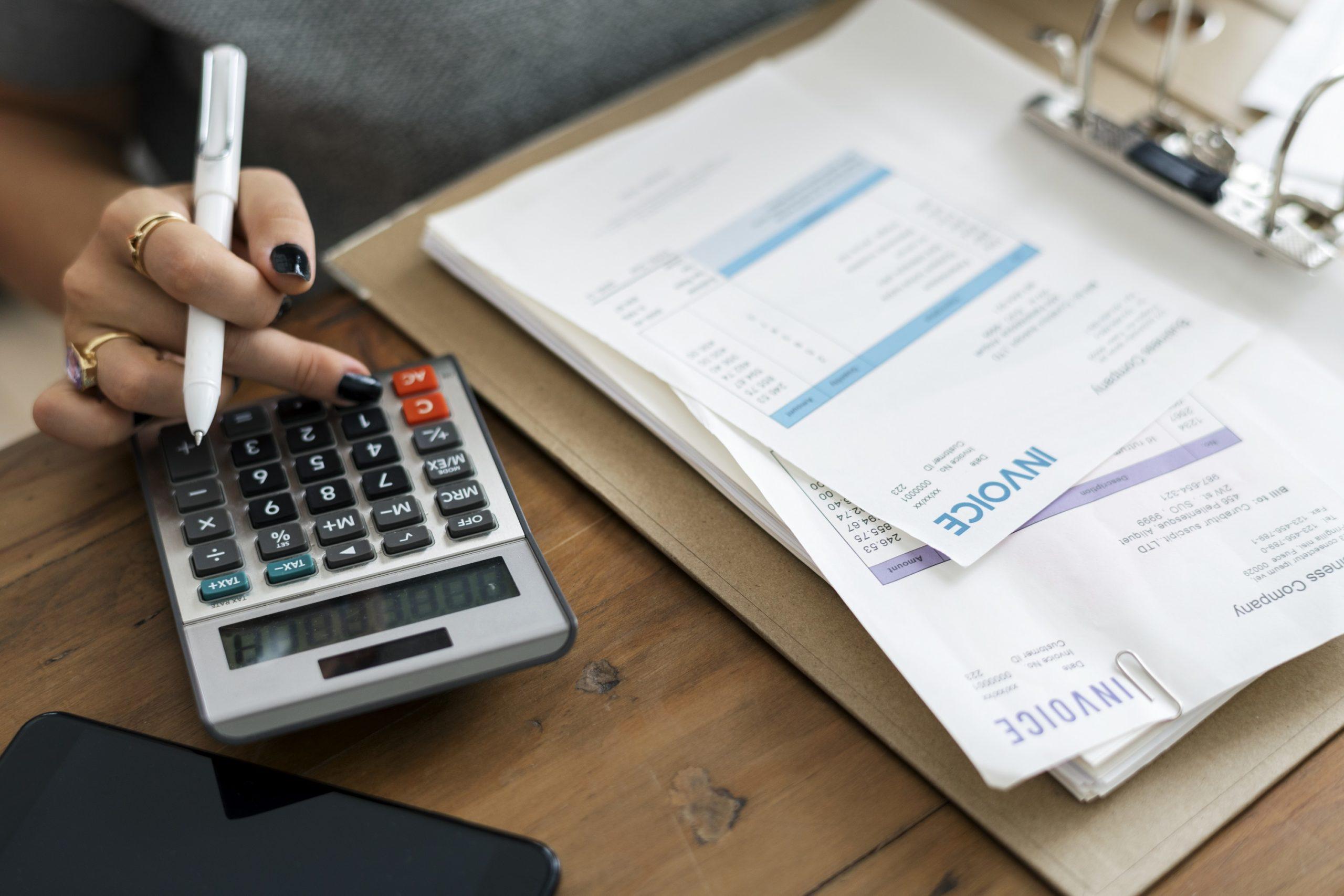 Factures et calculatrice